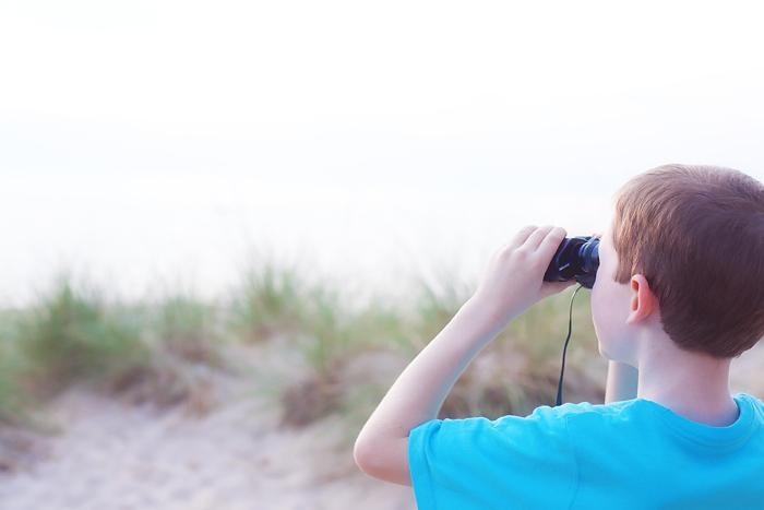 luke-looking-through-binoculars