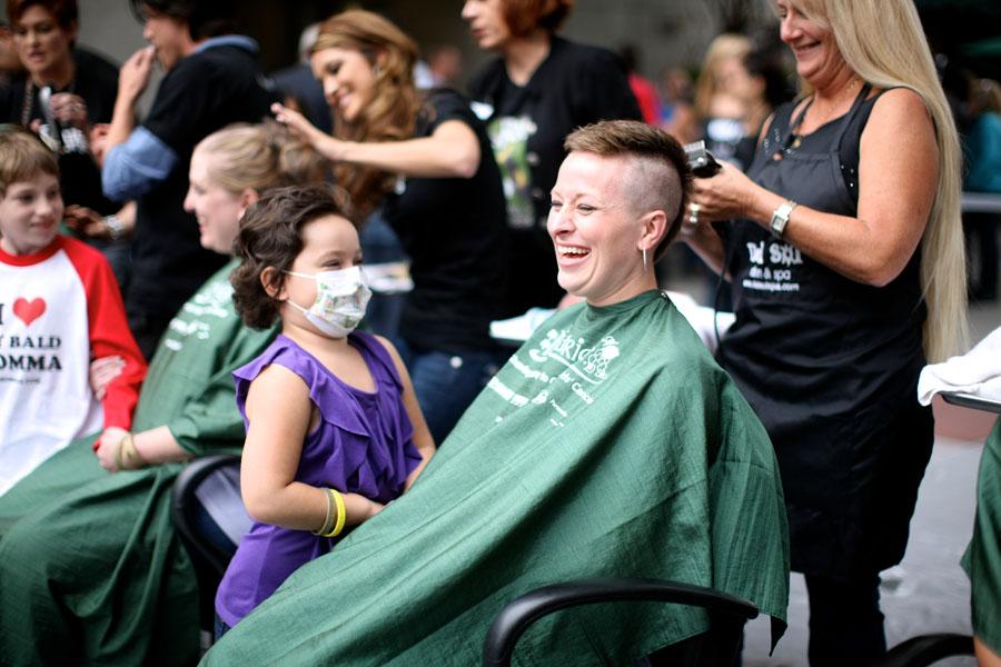 46-Mommas-with-kids-head-shaving-St-Baldricks