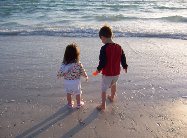 JJ and Andrew playing at the beach before she was diagnosed with childhood cancer