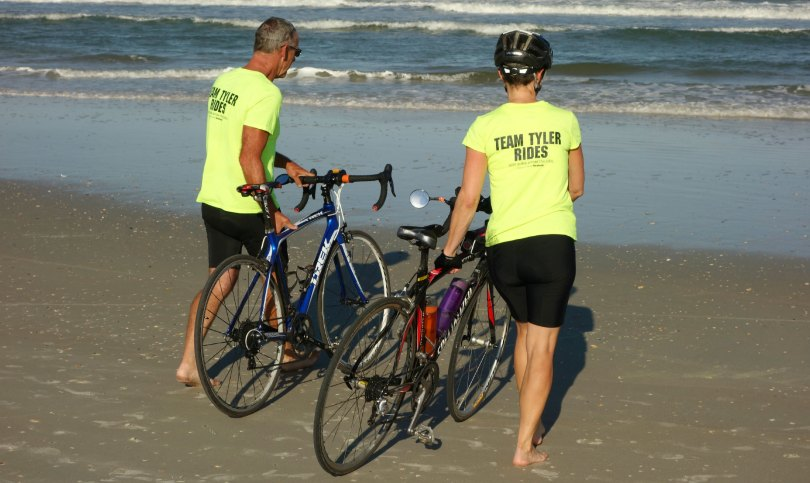 Kim and Jon at the Atlantic Ocean with their bikes