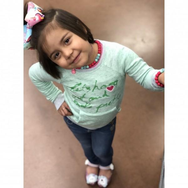 Eiza V. Kid Photo
