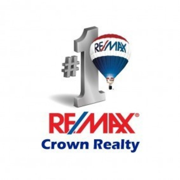 Remax Crown Realty Team Logo