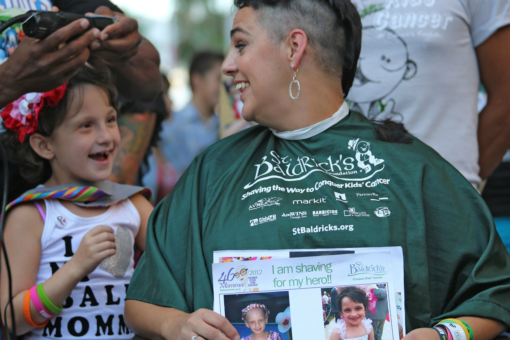 46-Mommas-mother-and-daughter-childhood-cancer-head-shaving